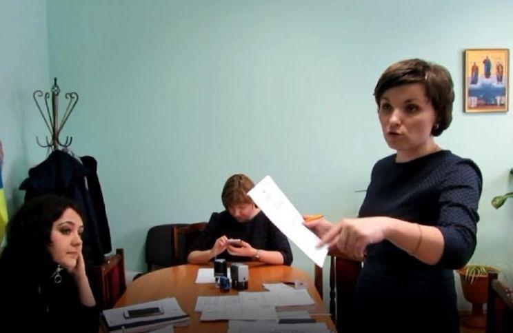 У секретаря міської ради Вараша вилучили документи та печатку