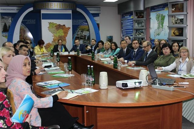 Іноземцям з 13 країн світу презентували інвестиційний, туристичний та промисловий потенціал Рівненщини