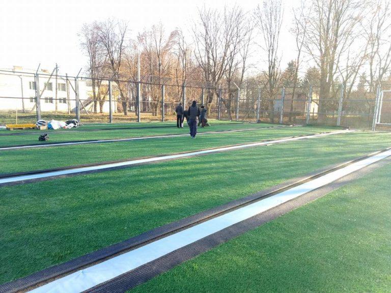 На Рівненщині добудовують ще одне футбольне поле зі штучним покриттям
