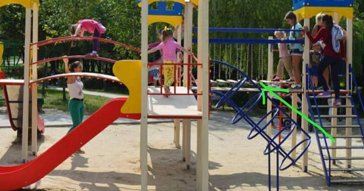 «Агенти ФСБ» пошкодили у Рівному дитячий майданчик?