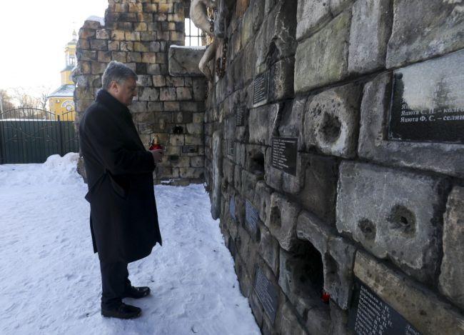 Президент Петро Порошенко вшанував пам'ять жертв тоталітарного режиму