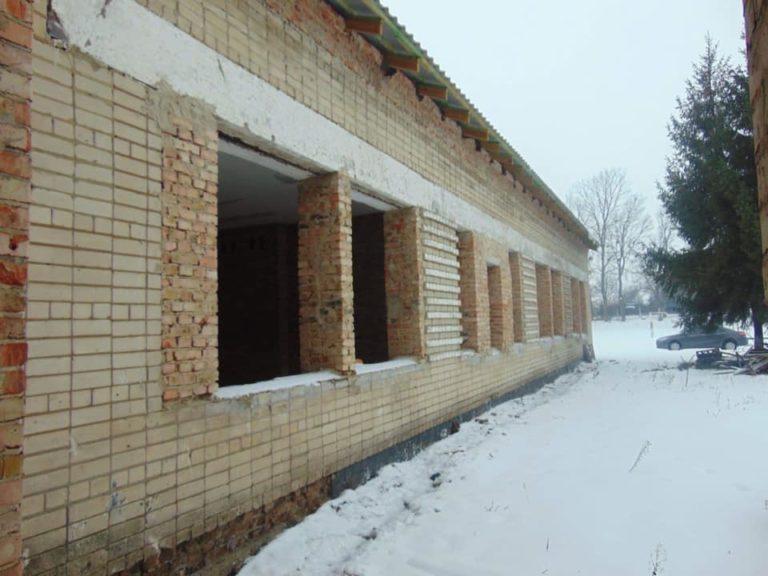 У селі біля Рівного будують новий дитячий садочок