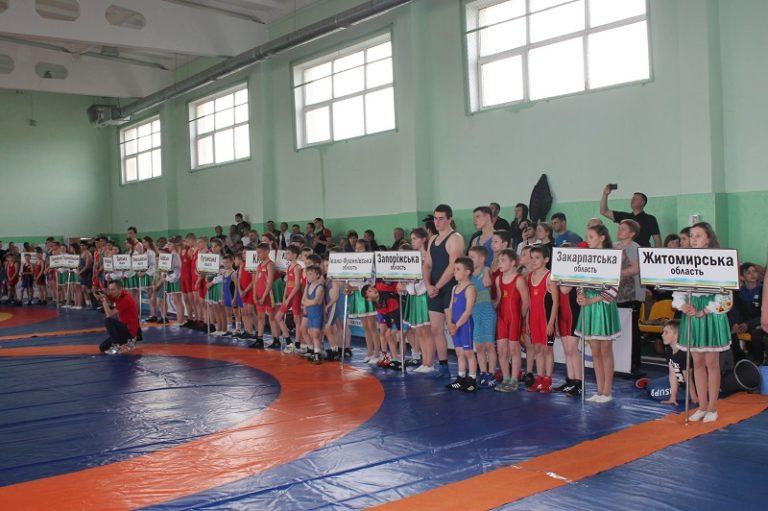 На Рівненщині майже три сотні юних борців змагалися за поїздку на Чемпіонат світу