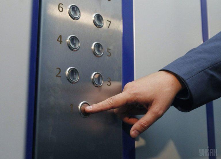 У Рівному провели капітальний ремонт ліфтів в будинку на Костромській