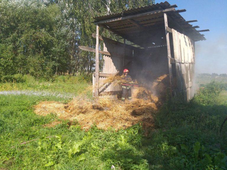 На Рівненщині рятувальники ліквідували загоряння соломи