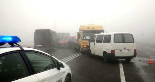 Двоє осіб постраждали внаслідок ДТП на Рівненщині за участю семи автомобілів