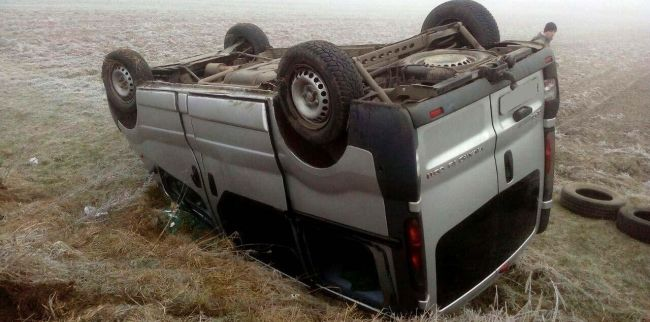 На Рівненщині мікроавтобус перекинувся в кювет