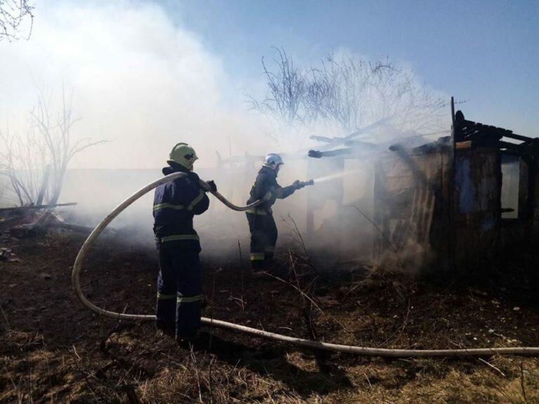 На Рівненщині горіли дві покинутих будівлі (+ФОТО)