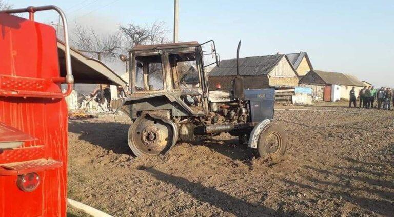 На Рівненщині під час пожежі згорів трактор (+ФОТО)
