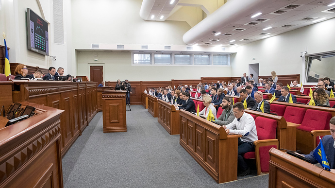 """На виборах до Київради найбільше набирають партія Кличка і """"Слуга народу"""""""