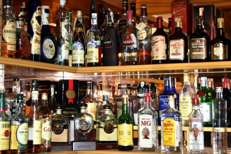 Рівнянин сплатить 170 тисяч гривень штрафу за незаконне придбання та збут алкогольних напоїв