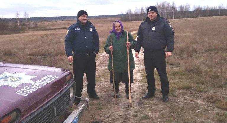 На Рівненщині поліцейські розшукали пенсіонерку, яка більше доби провела в лісі