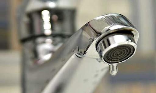 Через аварію на водопровідній мережі у Рівному мешканці великого мікрорайону залишилися без води