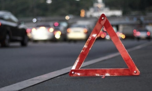 На автодорозі «Київ-Чоп» біля Рівного під колесами авто загинув пішохід