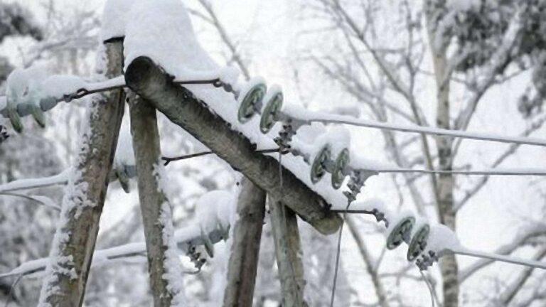 На Рівненщині внаслідок негоди знеструмлено 83 населених пункти