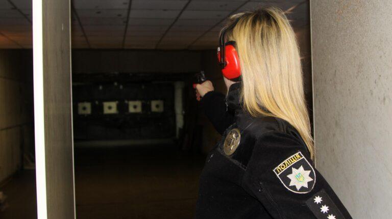 У поліції Рівненщини відзначили кращих у стрільбі жінок-поліцейських