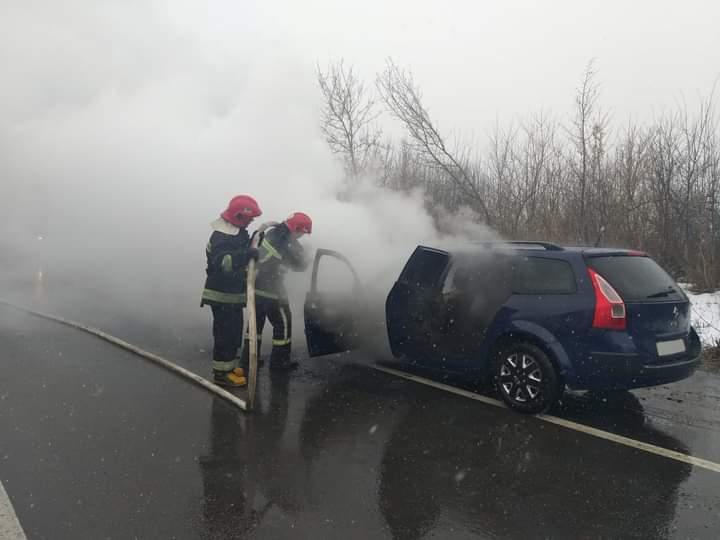 На трасі Київ-Чоп поблизу Дубна вогнеборці ліквідували пожежу в автомобілі, що загорівся під час руху