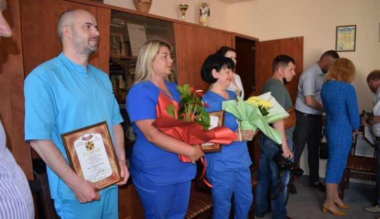 Четверо рівненських медиків отримали почесні відзнаки