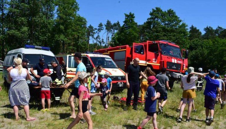 Поліцейські Рівненщини та рятувальники організували літній табір для дітей