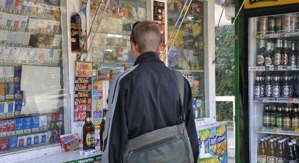 На Рівненщині продавчиню магазину отшрафували майже на сім тисяч гривень за продаж цигарок неповнолітньому