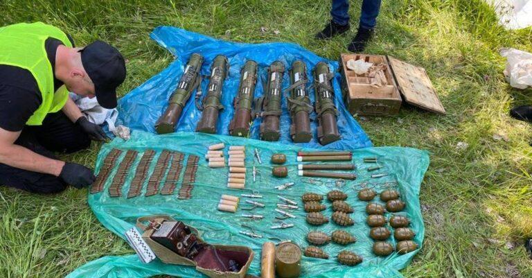 Служба безпеки України виявила на Рівненщині арсенал з великою кількістю зброї (+ФОТО)
