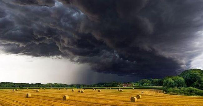 На Рівненщині оголосили штормове попередження через грози та град