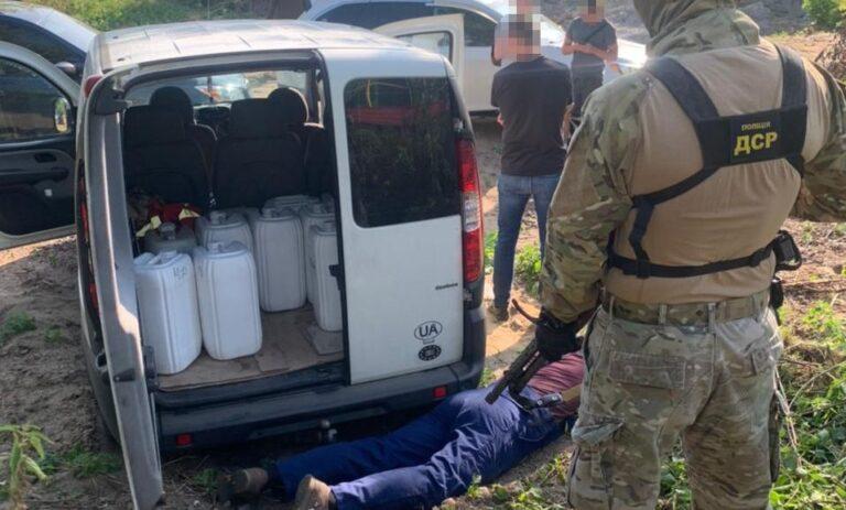 Рівненські поліцейські затримали п'ятьох працівників локомотивного депо, які зливали від 15 до 30 тонн пального з тепловозів щомісяця