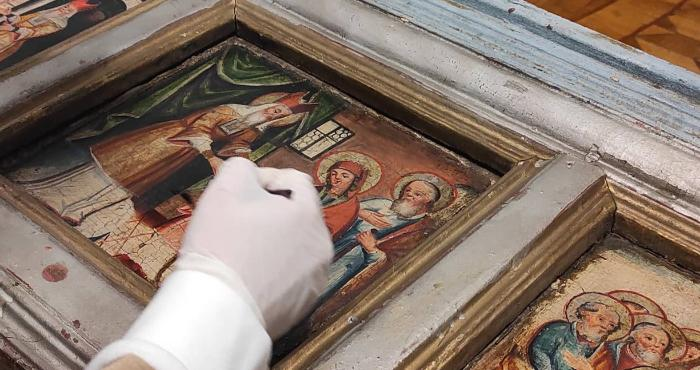 Над острозькими іконами працювали спеціалісти реставраційного центру України