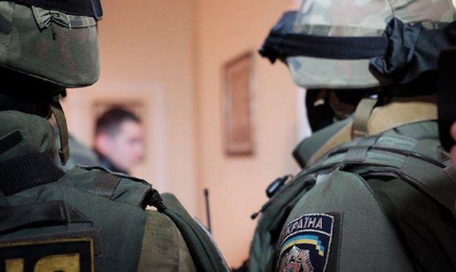 У Рівному в приміщенні державної установи правоохоронці провели обшуки