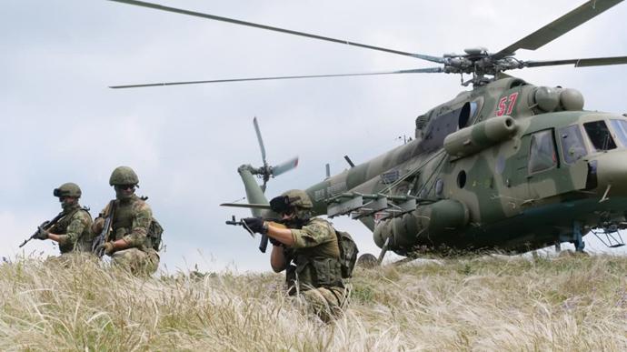 Війська РФ після навчань залишилися біля українських кордонів – командування ЗСУ