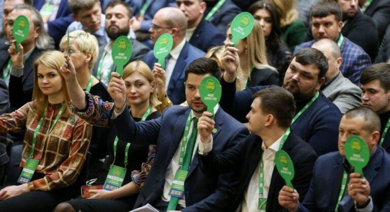 """Рейтинги президентської партії """"Слуга народу"""" катастрофічно обвалилися"""